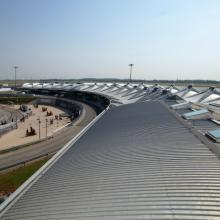 Nous accompagnons les Services Généraux des plateformes aéroportuaires depuis le diagnostic des installations existantes jusqu'à la réception des installations