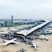 Construit sur une île artificielle dans la baie d'Osaka, Kansai Airport est un hub international à fort potentiel de croissance